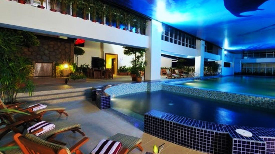 Grand Borneo Hotel-swimming pool