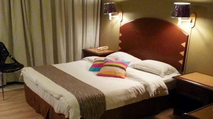 Casuarina Hotel - room