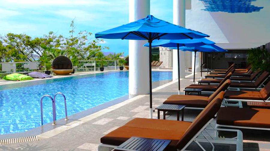 Le Meridien Kota Kinabalu Hotel-relax outdoor pool