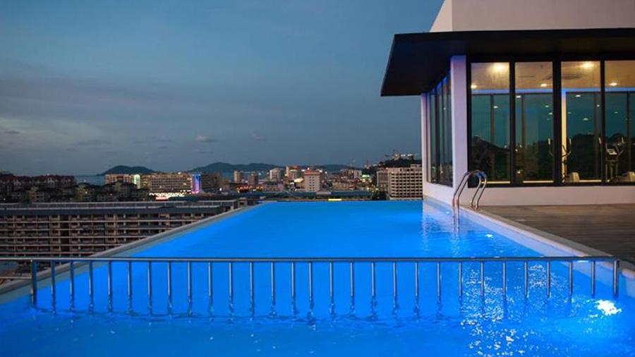 Sky Hotel in Kota Kinabalu - Pool